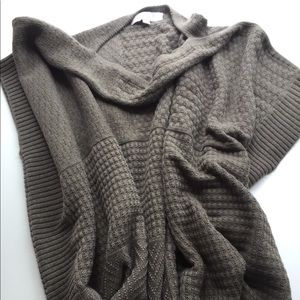 The loft taupe pull over sweater vest one size